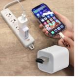 【便利グッズ】充電しながらデータをお預かり「iPhoneオートバックアップCube」パソコン不要!iPhoneのデータを充電しながら気軽にバックアップ!